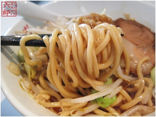 麺酒場-まがり-葛西店-謙二郎らぁ麺 浅草開化楼製の麺